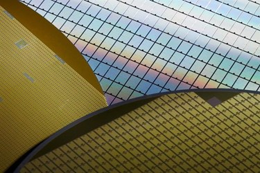 Silicon wafer shipments edge higher in Q1