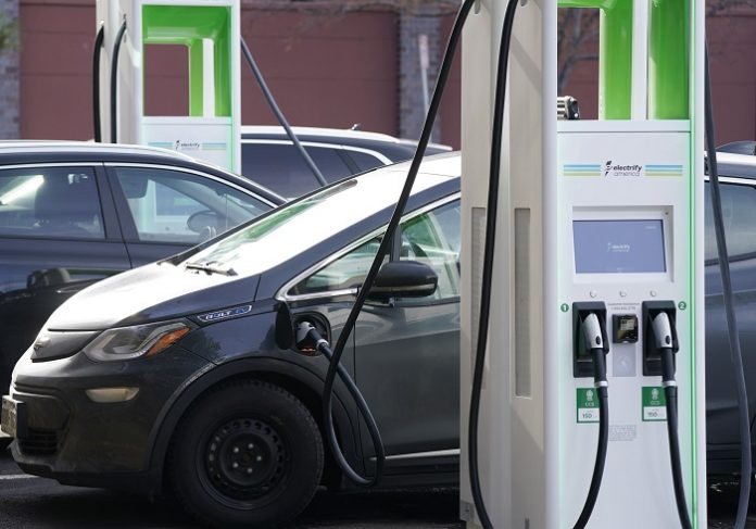 Charging Stations can Combine Hydrogen Production and Energy Storage